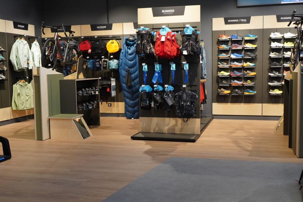 Un magasin Alltricks sur le village Decathlon de Bouc Bel Air