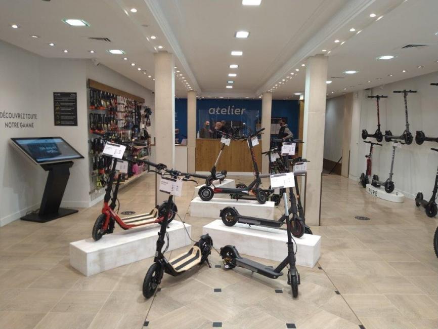 Pure Electric déploie ses magasins de Vae et de trottinettes